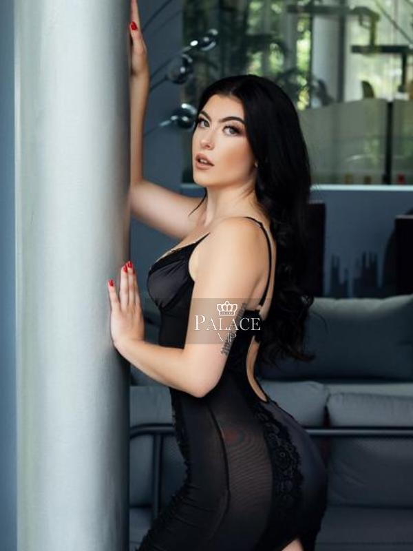 Dolly, Outcall Only, English Escort