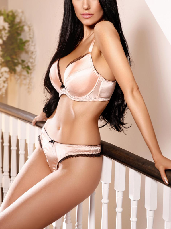 Carly, Outcall Only, English  Escort